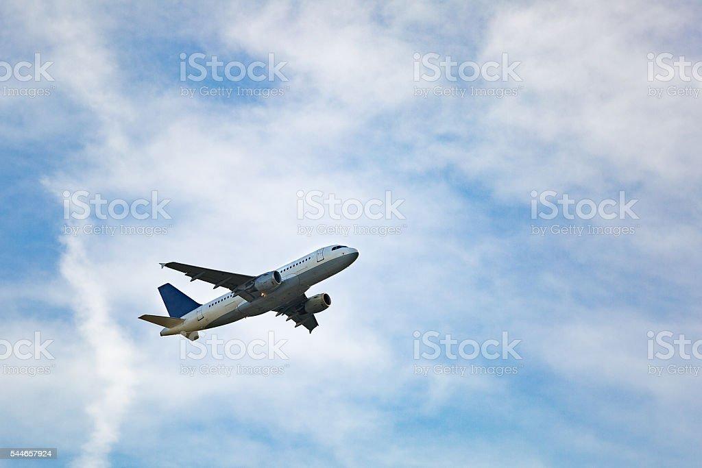 Flugzeug im Himmel stock photo