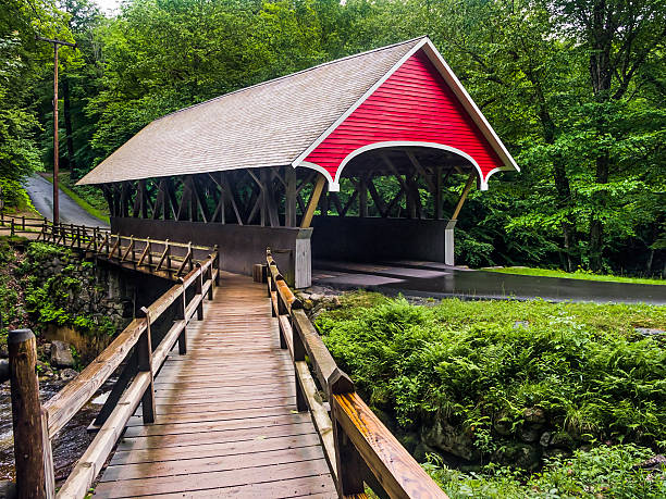 Flume Covered Bridge The Flume Covered Bridge is a Paddleford truss design crossing New Hampshire's Pemigewasset River. white mountains new hampshire stock pictures, royalty-free photos & images