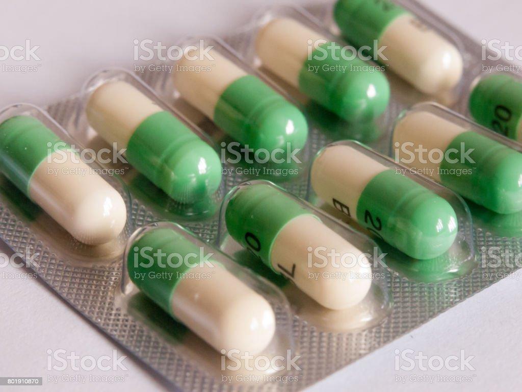 Fluoxetin, Pillen Prozac in einem Paket auf den Kopf gestellt – Foto