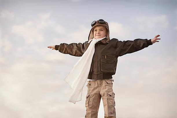 fly away - enfant aviateur photos et images de collection