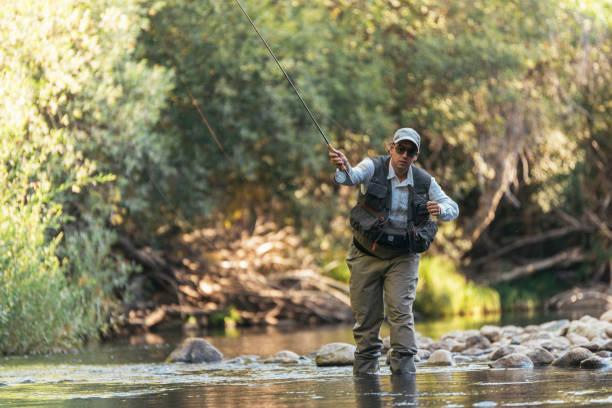 Fliegenfischer Fliegenfischen Rute in schönen Fluss mit – Foto