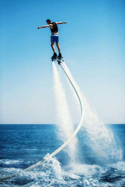 flyboard. - wassersport stock-fotos und bilder