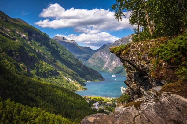 Geiranger - 30. Juli 2018: Aussichtspunkt Flydalsjuvet beeindruckende UNESCO Geiranger Fjord, Norwegen – Foto