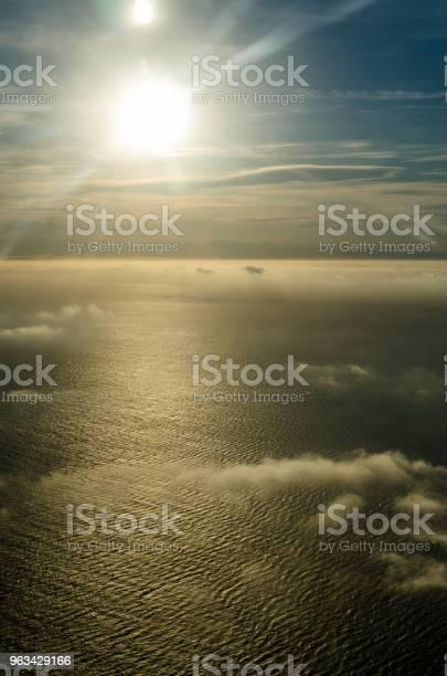 Latanie Nad Chmurami Widok Z Samolotu - zdjęcia stockowe i więcej obrazów Atmosfera - Wydarzenia