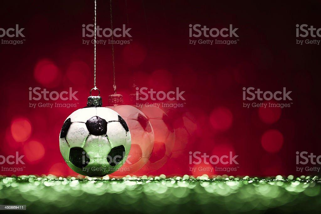 Flying Christmas Bauble de football-Arrière-plan du carte de l'humour - Photo
