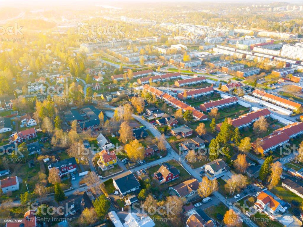 Flying over villa area - Zbiór zdjęć royalty-free (Dom - Budowla mieszkaniowa)