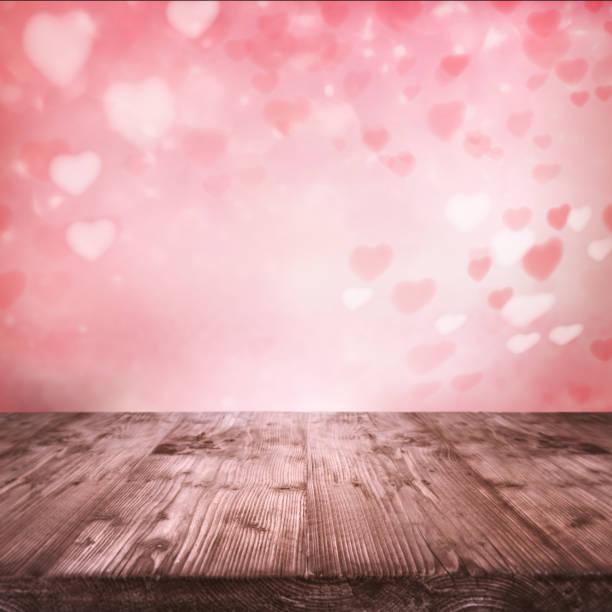 latające różowe serca z drewnianym stołem - kartka na walentynki zdjęcia i obrazy z banku zdjęć