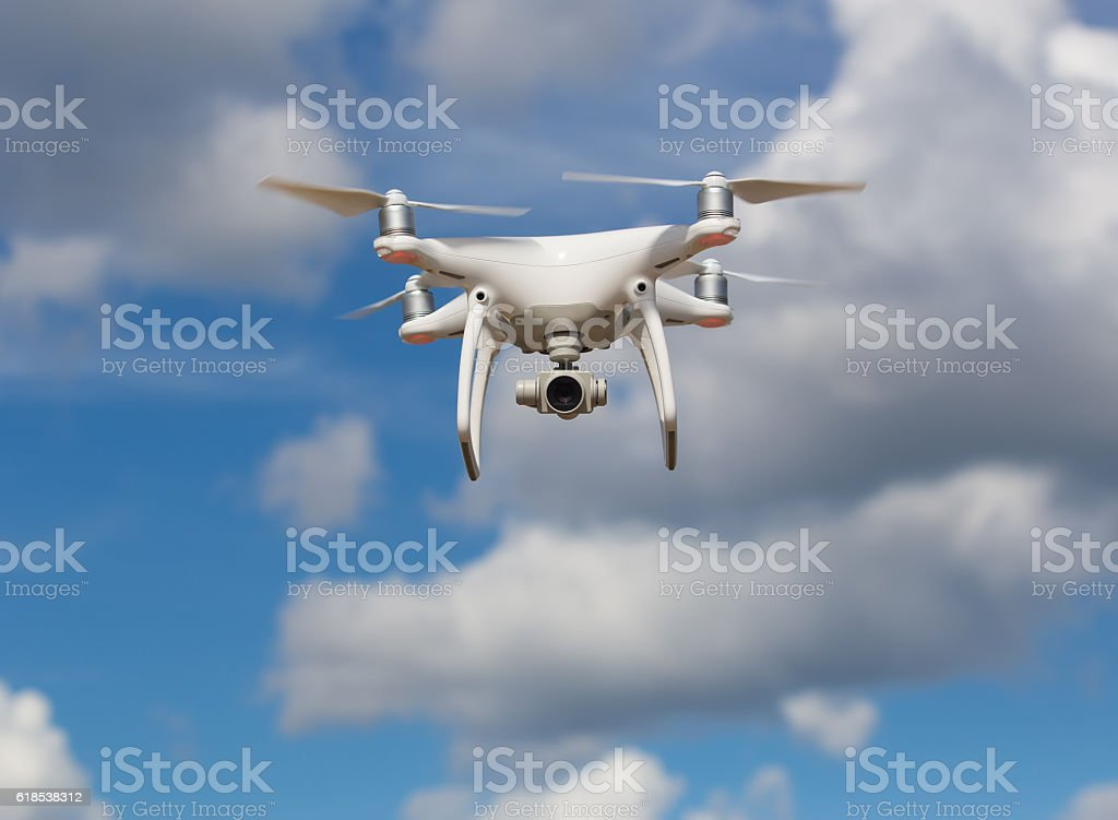 flying quadcopter in blue sky – Foto
