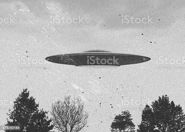 Flying saucer picture id523250164?b=1&k=6&m=523250164&s=612x612&h=ncwaemv99r1ebkgvgjhri1zigydn30ama1mjncuwwru=