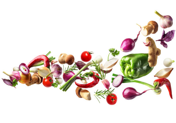 Fliegendes Gemüse isoliert auf weißem Hintergrund. Gesunde Ernährung – Foto