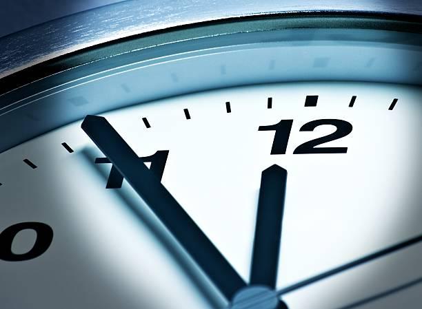 fünfヴォア zwölf、23:55 、55 は、高い時間 - 出勤 ストックフォトと画像