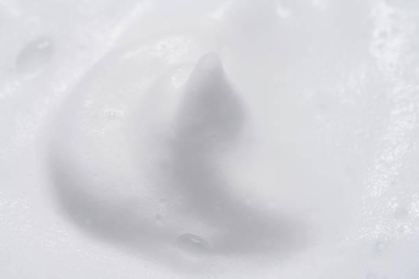 石鹸やシャンプーから泡泡 - 泡 ストックフォトと画像