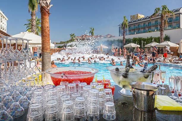 foam party - 5 sterne hotel türkei stock-fotos und bilder