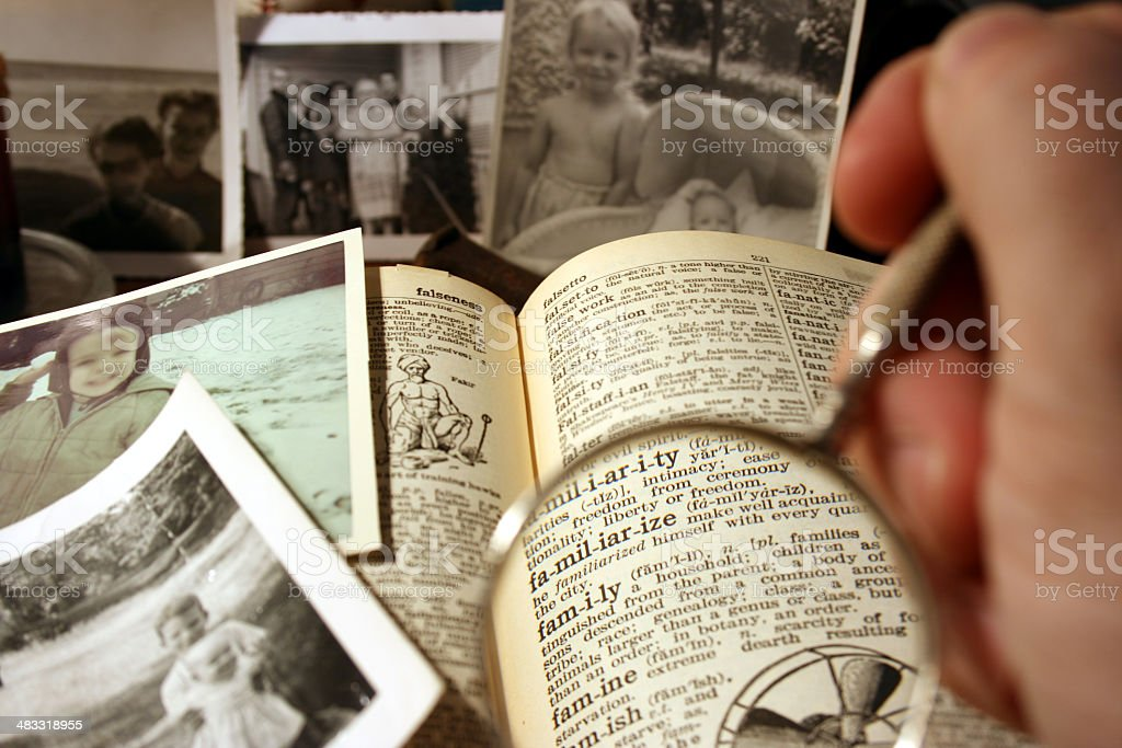 Concentrarsi sulla famiglia definizione nel dizionario - foto stock