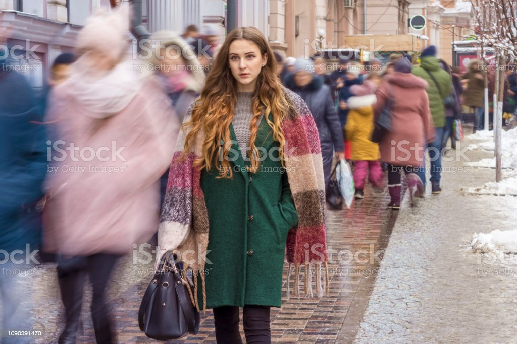 gerichte vrouw onder de menigte - Royalty-free Aan het werk Stockfoto