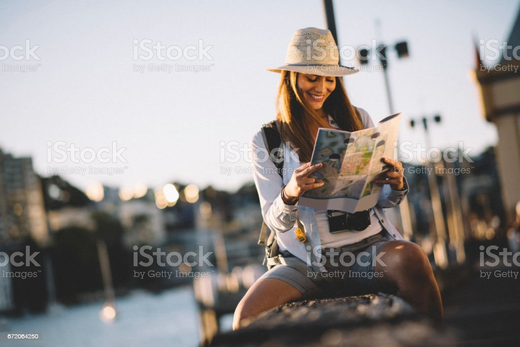 Focusing on city map - foto stock