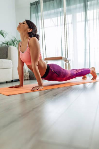 Der Fokus auf das Yoga konzentriert sich auf Ihren Frieden – Foto