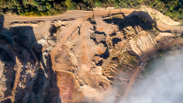 Nebel über Steinbruch, Kiesgrube, Tagebau - Luftbild – Foto