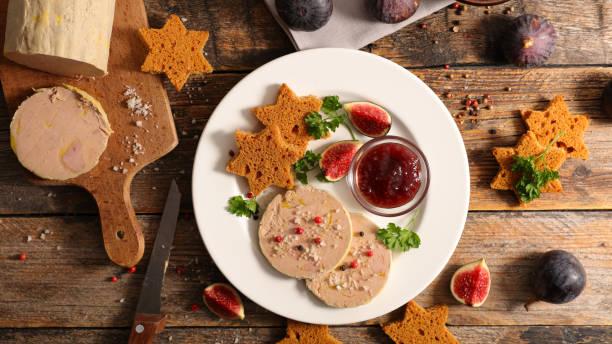 foie gras et gâteau de pain d'épice - foie gras photos et images de collection