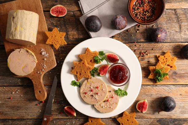 foie gras et toast de pain d'épice - foie gras photos et images de collection
