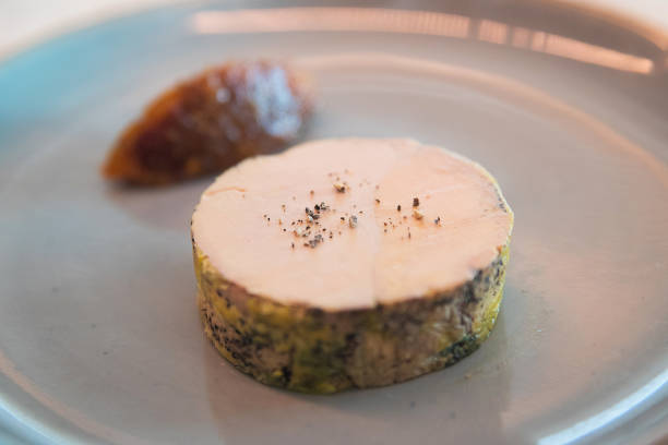 foie gras on a plate - foie gras photos et images de collection