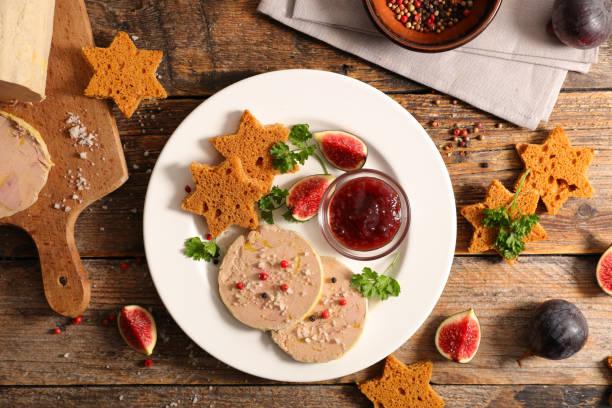 foie gras au gâteau de pain d'épice - foie gras photos et images de collection