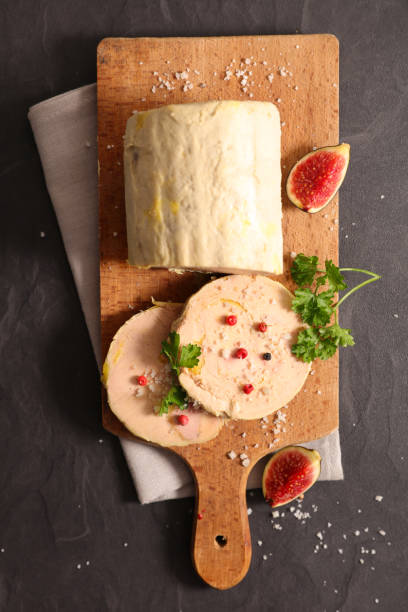 foie gras au pain d'épices, figue soudine et poivrons - foie gras photos et images de collection