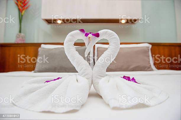 Fold towel swan on bed picture id472091912?b=1&k=6&m=472091912&s=612x612&h=9l sn4vlx15xyip2d3pehzimi37l tbzzfpnvowxmeg=