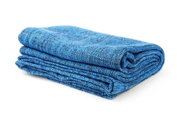 gevouwen blauwe deken - deken stockfoto's en -beelden