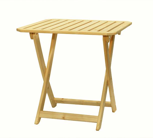 Plegable mesa de madera, sobre un fondo blanco - foto de stock
