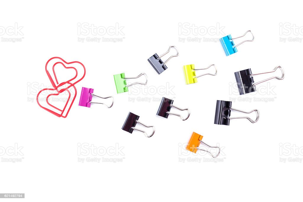 Follow the heart made by multicolored paper clip binders isolate photo libre de droits