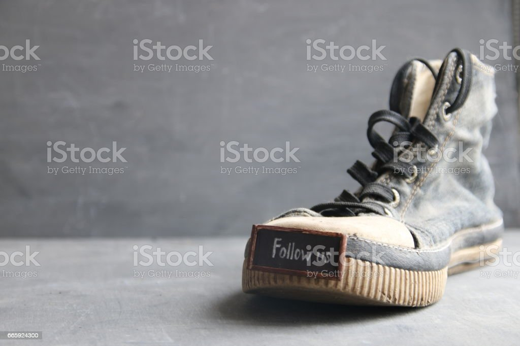 Follow us label for social networks and Vintage Sneakers foto stock royalty-free