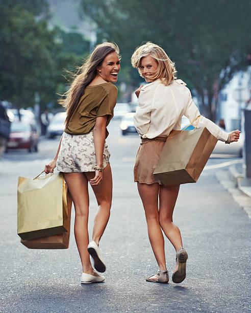siga hasta el próximo venta - chica rubia espaldas fotografías e imágenes de stock