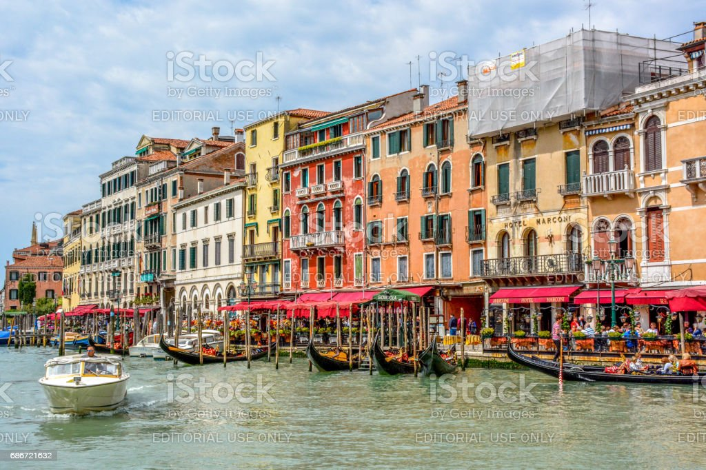 Fondamenta del Vin, Hotel Ovidius, row of houses by the Rialto Bridge, Grand Canal, Venice, Italy stock photo