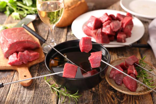 fondue bourguignone - fondue stock-fotos und bilder