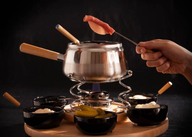 fondue chinoise brodo - fondue stock-fotos und bilder