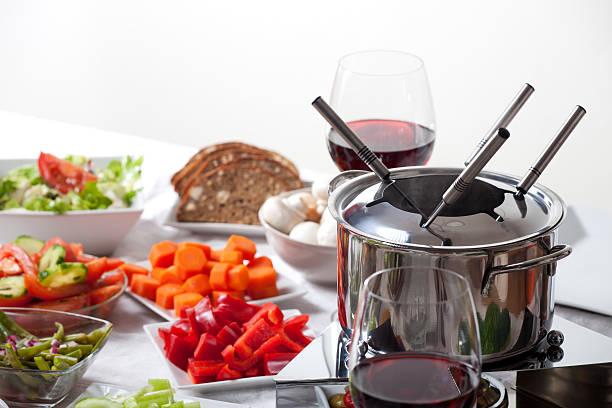 fondue - fondue zutaten stock-fotos und bilder