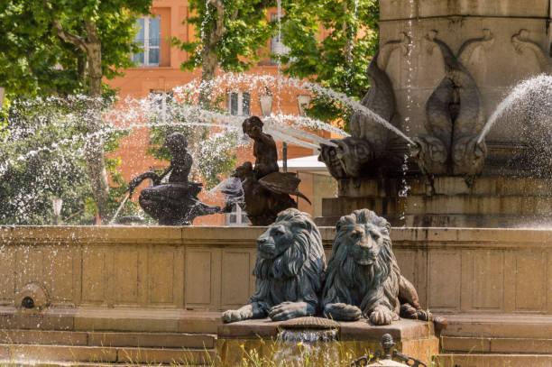 fontaine de la rotonde à aix-en-provence, provence, france - aix en provence photos et images de collection