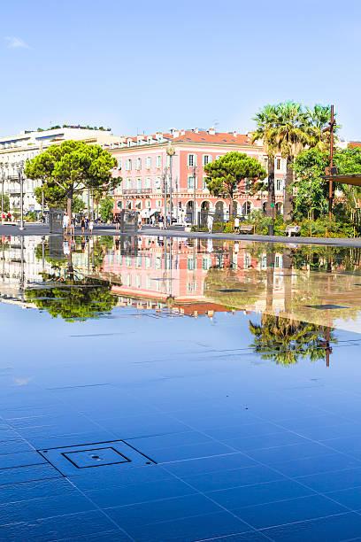 fontaine auf die place massena in nizza - nizza sehenswürdigkeiten stock-fotos und bilder