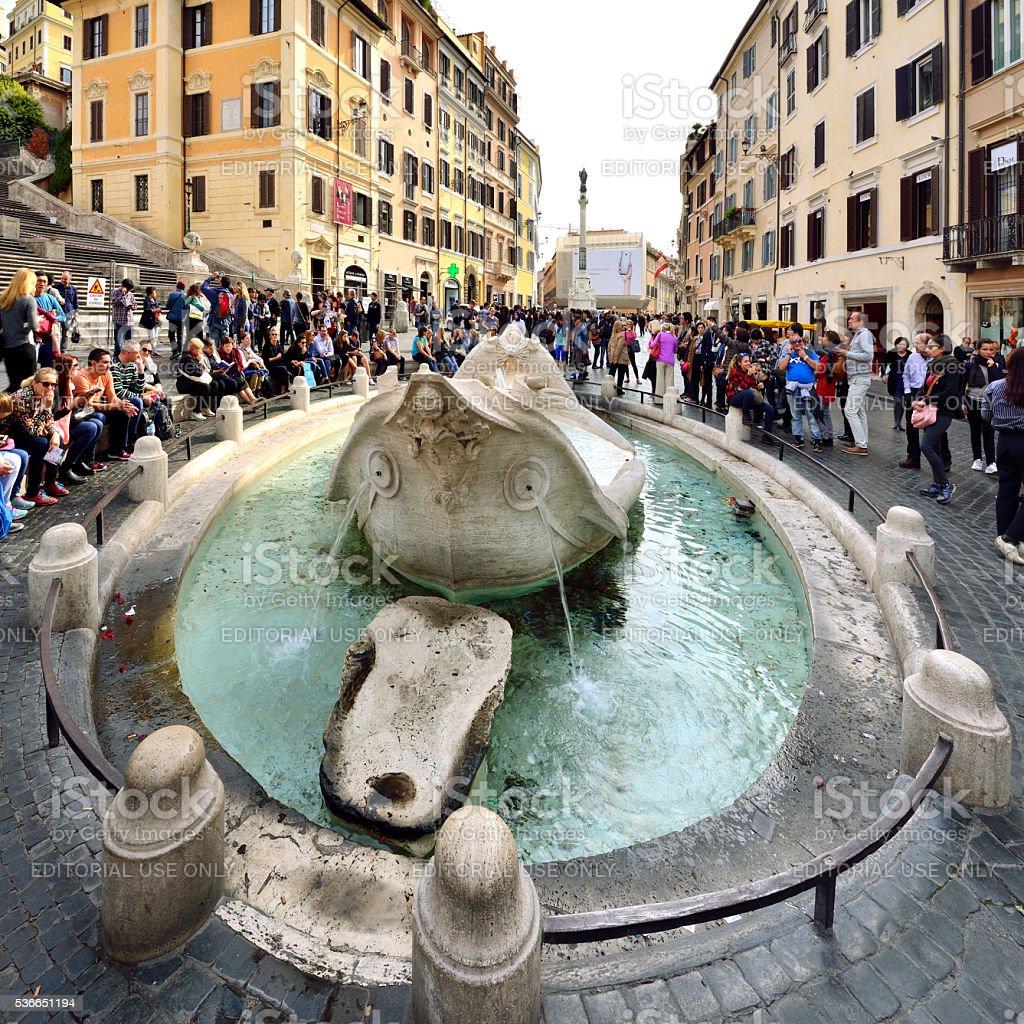 Fontana Della Barcaccia, Degraus Espanhóis, em Roma, Itália - foto de acervo