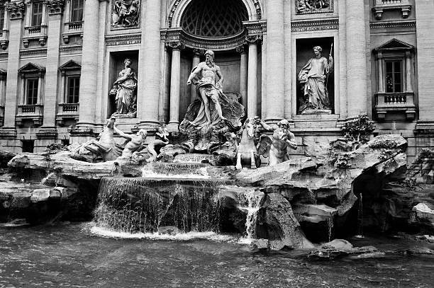 fontana di trevi, in bianco e nero - anita ekberg foto e immagini stock