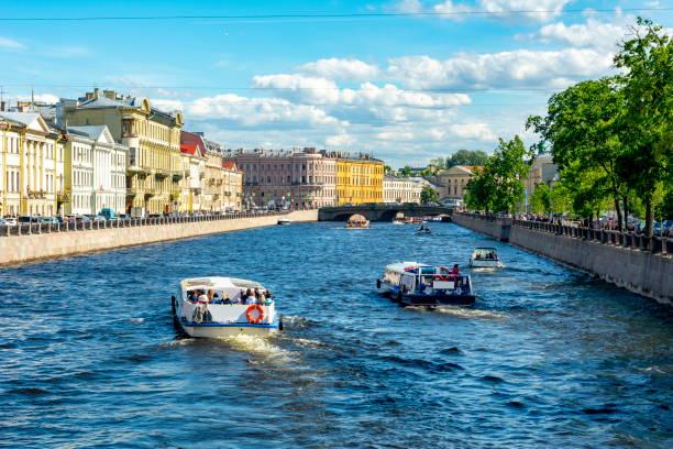 fontanka river in summer, st. petersburg, rusland - neva stockfoto's en -beelden