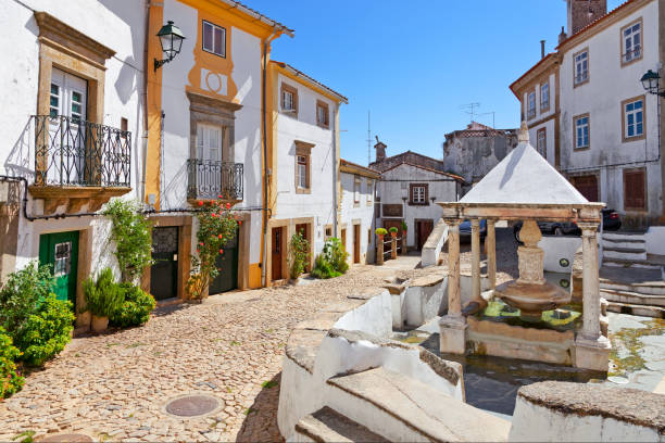 fonte da vila aka village or town fountain in the jewish quarter or ghetto built during the inquisition. - fotos de portalegre imagens e fotografias de stock