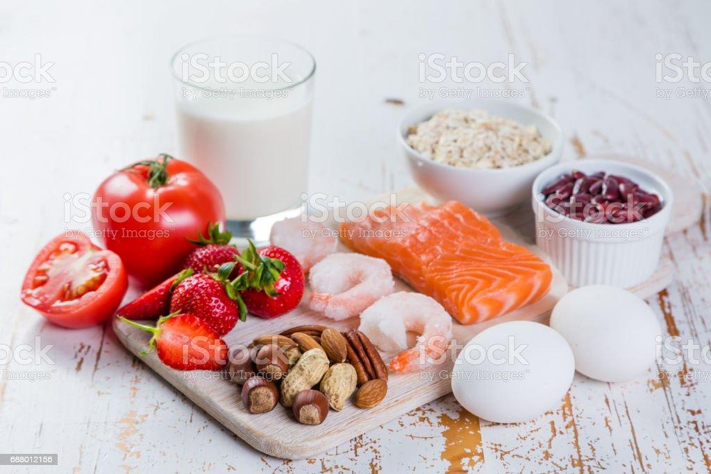 Alergias a los alimentos - concepto alimentos con alergenos mayores - foto de stock