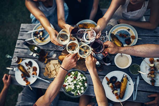 Food and wine brings people together - foto de stock