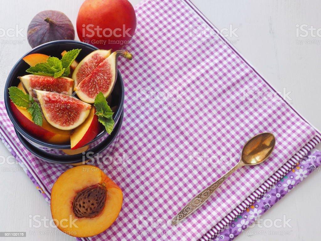 Gıda arka plan. Yaz kahvaltı. Meyve salatası. Çeşitli yaz meyve. - Royalty-free Aydınlık Stok görsel