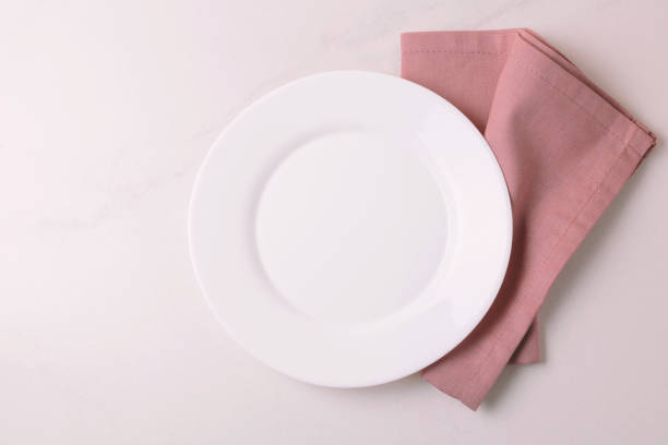 Essen-Hintergrund. Weißen leeren Teller, Serviette. Ansicht von oben, Exemplar. – Foto