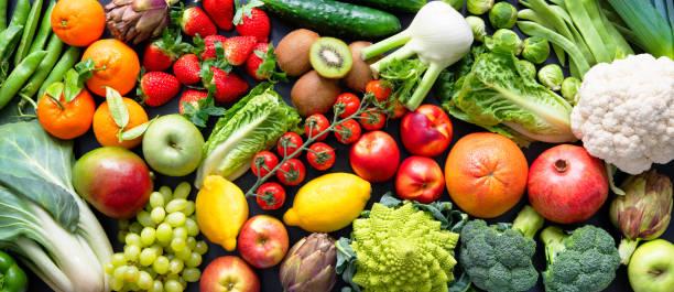 taze organik meyve ve sebze çeşitleri ile gıda arka plan - turpgiller brassicales stok fotoğraflar ve resimler