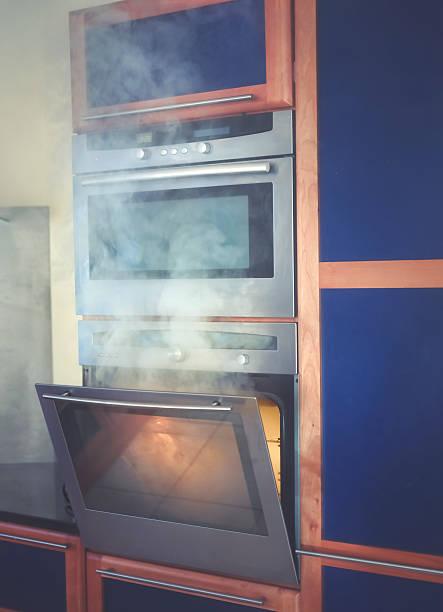 alimentos fogo no forno - burned oven imagens e fotografias de stock