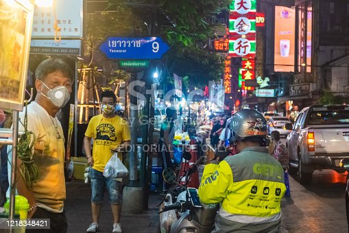 29 March 2020, Bangkok, Thailand, food buyers, Yaowarat Road Famous streets in bangkok After the government banned the sale of food to eat in stores due to the covid-19 epidemic